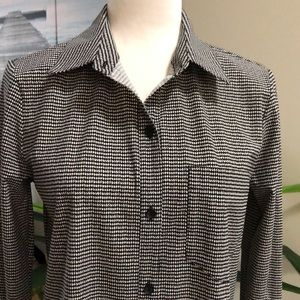NWT:  Lysse houndstooth shirt size small